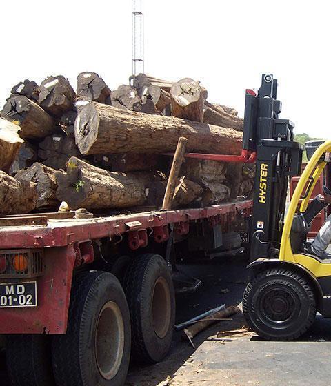 06. Truck unloading at Port
