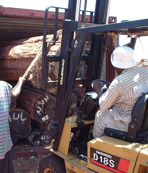 08. Loading container at Pemba Harbour