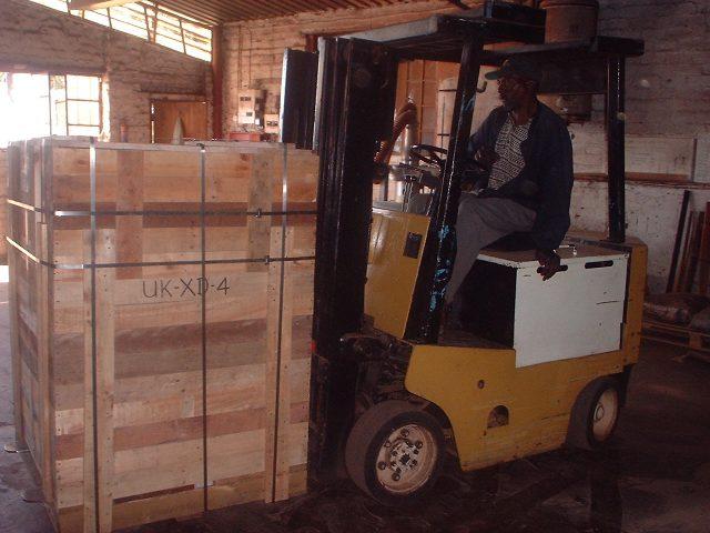 Caisse cerclée acier pour envoi par fret consolidé